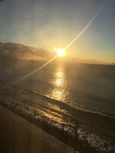 伊豆の朝日の海
